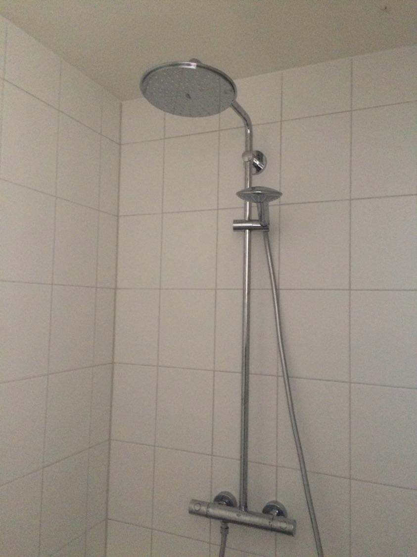 https://klussen.wwwaar.nl/uploads/cache/image_big_png/uploads/job/Emmeloord-Badkamer-toilet-Badkamer-verbouwen-586f6b208390f.png?originalExtension=jpeg